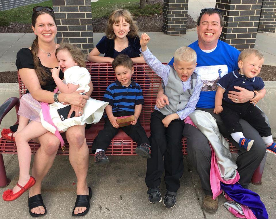 Family Photo 2018: Me, Ophelia (4), Ruby (8), Julian (3), Elliot (7), Scott, Jack (1)